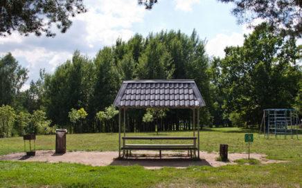 Беседки в парке возле водохранилища Дрозды